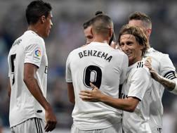 I giocatori del Real Madrid festeggiano la vittoria contro il Leganes. Epa