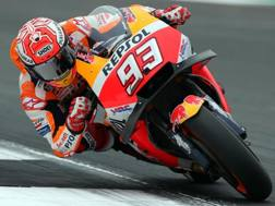 Marc Marquez in azione sulla sua Honda. Epa