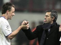 Terry e Mourinho. Afp