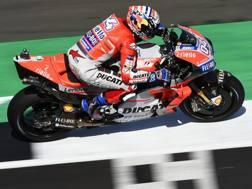 Andrea Dovizioso in azione sulla sua Ducati. Ciamillo