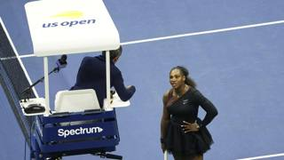 Un'immagine dell'alterco tra Serena Williams e il giudice arbitro Ramos AP
