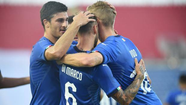 The azzurrini celebrate the goal of Dimarco. Lapresse
