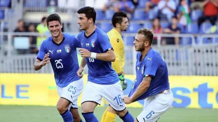 Gli azzurrini festeggiano il gol di Dimarco. Getty