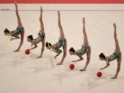 Un'immagine dell'esercizio misto delle farfalle azzurre al Mondiale di Sofia