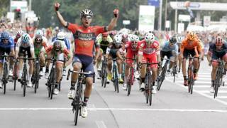 Sonny Colbrelli, 28 anni, vince in volata... per distacco. BETTINI