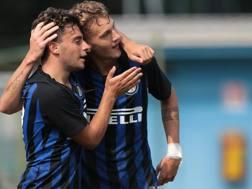Davide Merola e Facundo Colidio festeggiano dopo il gol. Getty Images