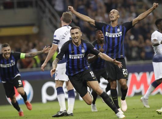 L'Inter fa impazzire S. Siro Tottenham ribaltato in 7' Icardi-Vecino: che festa!