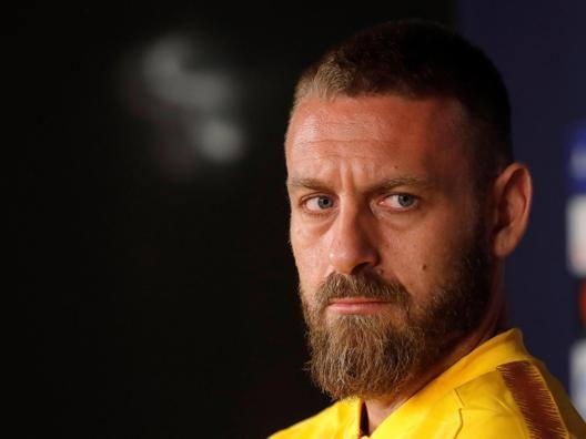 """De Rossi, multa per la fascia """"Il calcio ha problemi più importanti"""""""