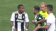 Douglas Costa, 28 anni, esterno brasiliano della Juventus., espulso domenica contro il Sassuolo per lo sputo a Di Francesco