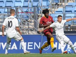 William Bianda in azione contro il Real Madrid. twitter.com/OfficialASRoma