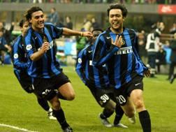 Vieri e Recoba pazzi di gioia dopo il 3-2 sulla Samp nel 2005. Ap