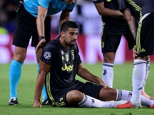 Khedira a terra durante il match di Champions. Afp