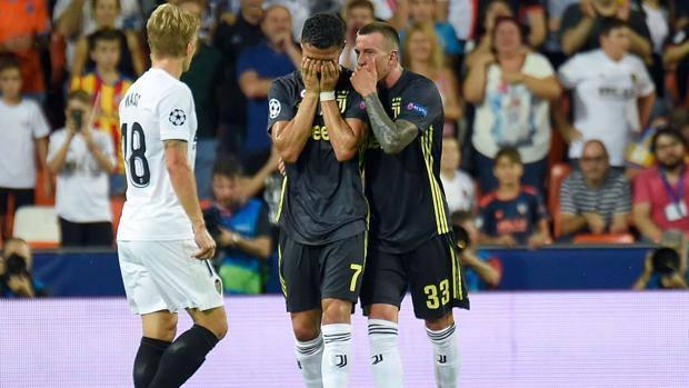 La disperazione di Cristiano Ronaldo per l'espulsione. Ansa