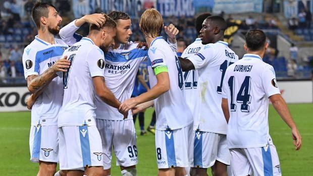 La Lazio esulta dopo il secondo gol. Getty