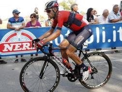 Vincenzo Nibali, 33 anni, in fuga. Bettini