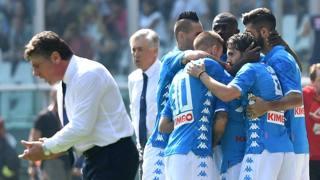 Il Napoli festeggia, Mazzarri si dispera. Afp