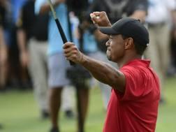 L'esultanza di Tiger Woods. Ap