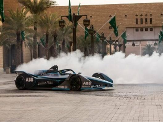 Sgommata di Felipe Massa con la F.E in Arabia saudita