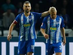 Ibisevic, a sinistra, con il compagno di squadra Skjelbred .Afp