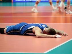 Ivan Zaytsev, 29 anni, a terra dopo l'eliminazione subita dall'Italia nelle final six di Torino LAPRESSE
