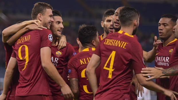 hráči AS Řím slaví branku