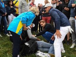 Koepka con la donna colpita