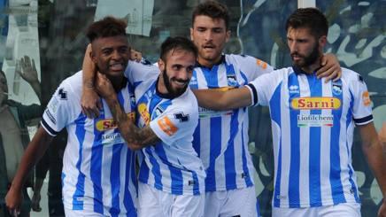 L'esultanza del Pescara dopo il gol del 2-1. LaPresse