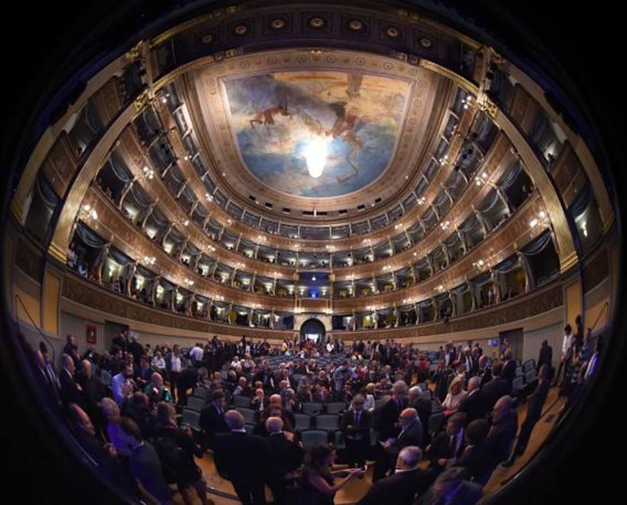 Il Teatro Sociale di Trento è gremito per l'inagurazione del Festival. Foto: Bozzani