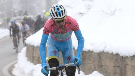 Vincenzo Nibali, 33 anni, sulle Tre Cime di Lavaredo al Giro 2013. Bettini