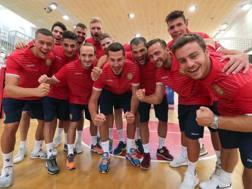 Il gruppo di Ravenna pronto all'esordio di oggi contro Milano. Zani
