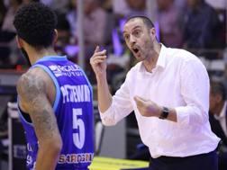 Coach Enzo Esposito, 49 anni, tecnico di Sassari, con Terran Petteway CIAMILLO
