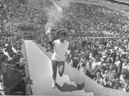 nriqueta Basilio, ultimo tedoforo nella cerimonia di inaugurazione delle Olimpiadi 1968 a Città del Messico. Ap