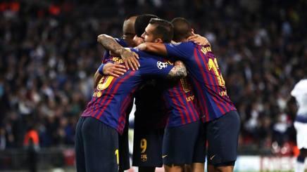 L'abbraccio del Barcellona dopo la vittoria contro il Tottenham Hotspur. Getty