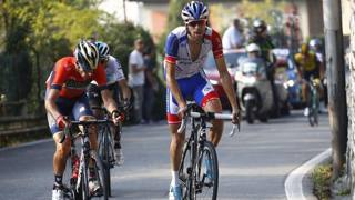 Thibaut Pinot in salita con Vincenzo Nibali ed Egan Bernal. Bettini
