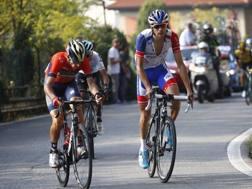 Thibaut Pinot in salita con Vincenzo Nibali ed Egan Bernal. Bettini