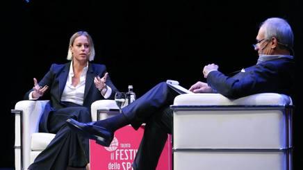 Federica Pellegrini e il direttore della Gazzetta Andrea Monti. Liverani