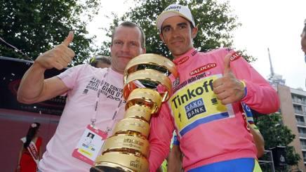 L'olandese Steven  De Jongh,  44 anni, con Alberto Contador vincitore del Giro d'Italia 2015. Bettini