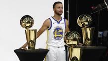 Steph Curry, 30 anni, coi tre Larry O'Brien Trophy vinti coi Warriors. Epa