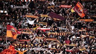 I tifosi della Roma all'Olimpico per la partita contro il Liverpool dello scorso maggio. LaPresse