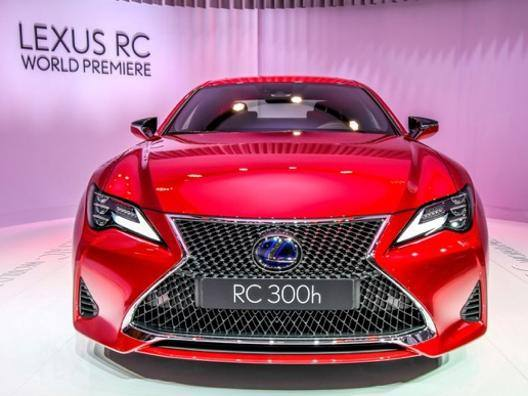 Il restyling parigino della Lexus RC Coupé