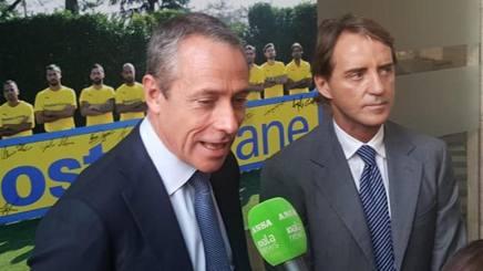 Il d.g. della Figc Michele Uva con il c.t. Roberto Mancini. Ansa