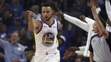 Steph Curry, 30 anni, re della prima stagionale con 32 punti. Ap