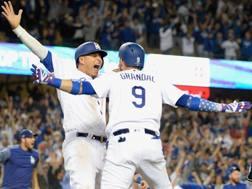 I Dodgers festeggiano la vittoria su Milwaukee. Afp