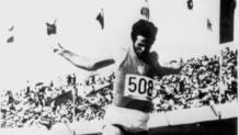Giuseppe Gentile firma il record del mondo del salto triplo il 17 ottobre 1968. Archivio