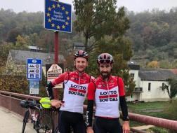 Tim Wellens (a sin.) e Thomas De Gendt alla frontiera tedesca