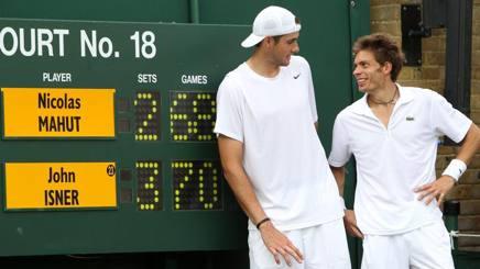 John Isner e Nicolas Mahut dopo la sfida del 2010. Epa