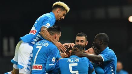 I giocatori del Napoli festeggiano il gol di Fabian Ruiz. Getty