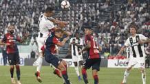 Per Ronaldo un gol e un palo nella sfida contro il Genoa. Ap