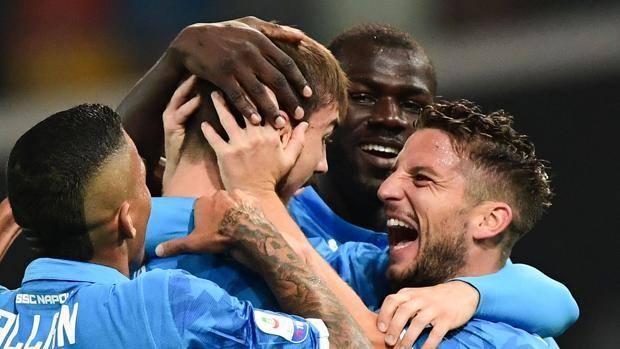 Fabian Ruiz festeggia il gol assieme ai compagni. Getty