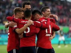 I calciatori del Bayern festeggiano dopo un gol. EPA